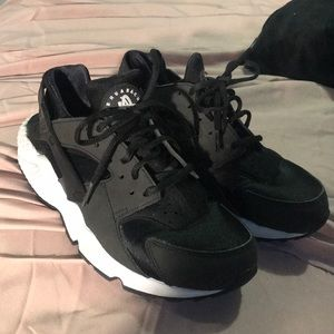 Nike huaraches used but very little size 9
